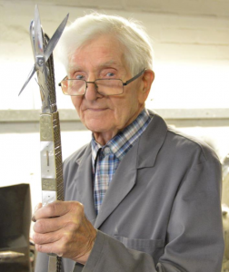 Stan Shaw, Sheffield's master craftsman cutler age 90